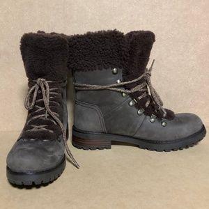 UGG Shoes - NWOB UGG Fraser Genuine Shearling Lined Boot
